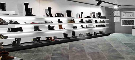 Lederen vloer in een schoenenwinkel