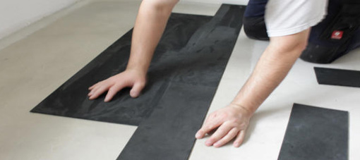 Het leggen van een SUÈDE lederen vloer
