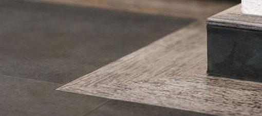 Suède lederen vloer zwart in combinatie met hout